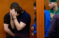Осужденных за убийство Немцова подвергают пыткам и требуют от них новых показаний